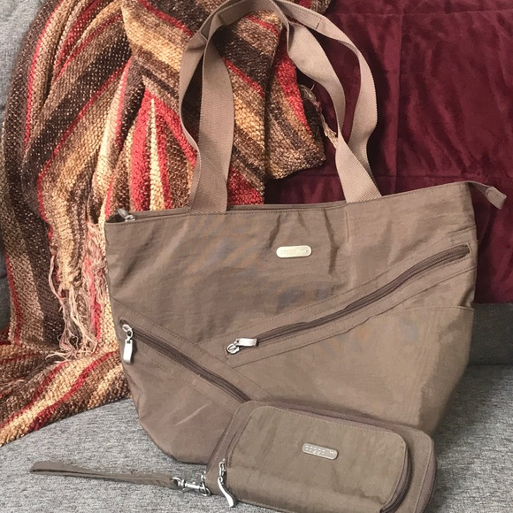 Baggallini Handbags - Baggallini zippered Tote with matching wallet